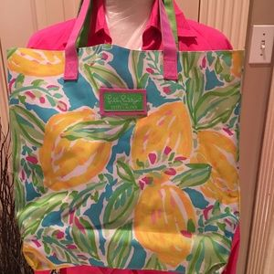 Lilly Pulitzer Bags - New Lily Pulitzer for Estée Lauder tote bag